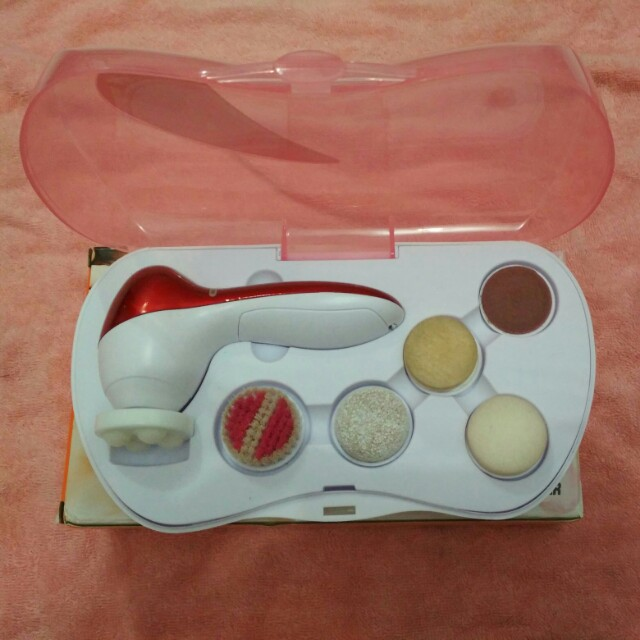 Cleansing massager
