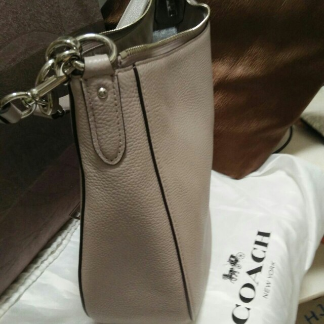 Fast SALE Authentic Coach Chelsea Hobo 32 in Polished Peble Full Leather