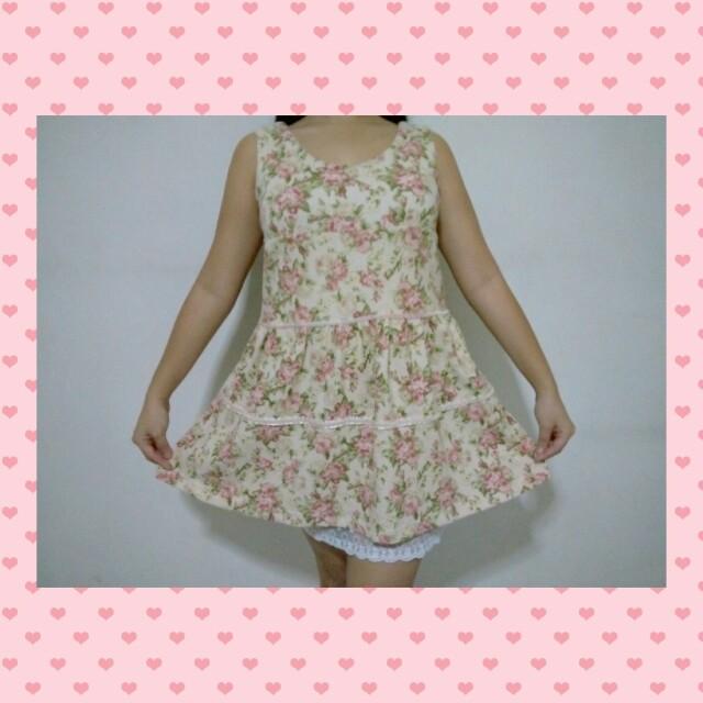 Floral sleeveless dress