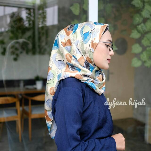 Hijabjilbab Segiempatsquare Maxmara Wolfis Monalisa Motif Premium