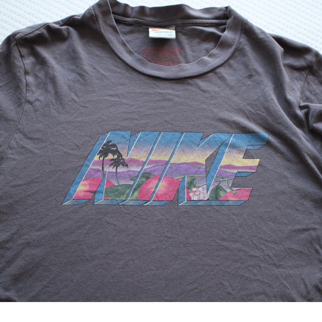 Limited edition small vintage 90's Nike grey t-shirt