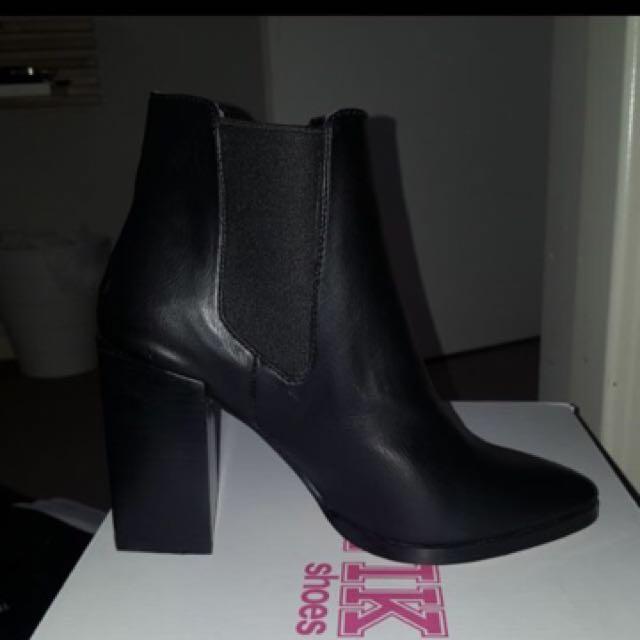 Lipstik boots NEW