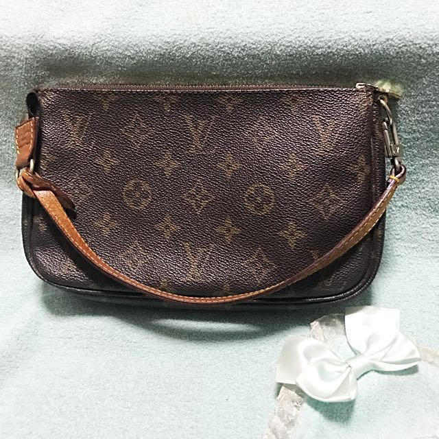 aa1a5cba080 Louis Vuitton LV Monogram Pochette Accessories Pouch Bag   Clutch ...