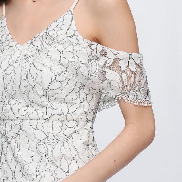 New lace white dress
