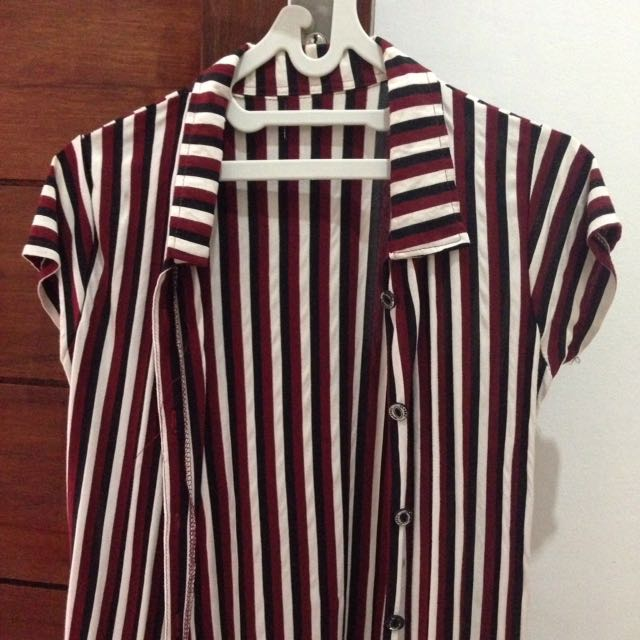 Outer stripe maroon