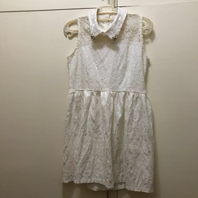 Small Lace Dress with Collar Embellishment