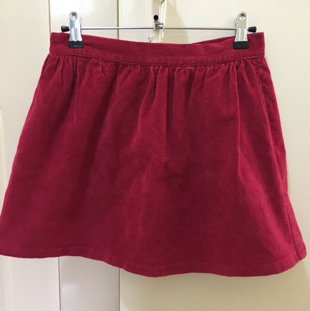 Subtitled red corduroy skirt
