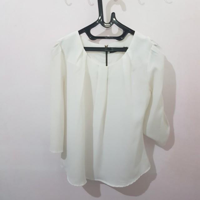 White blouse bahan sifon