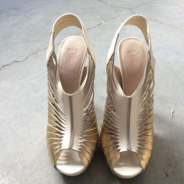 Wittner Gold Heels