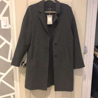 brand new zara coat size meduim too big for me