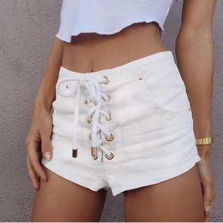 Are You Am I Siqi white linen shorts