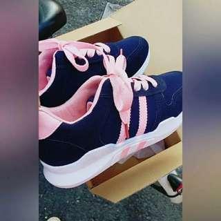 代售---藍粉配色球鞋