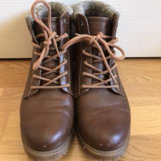 Brown boots size 38 (AU7) HARDLY WORN