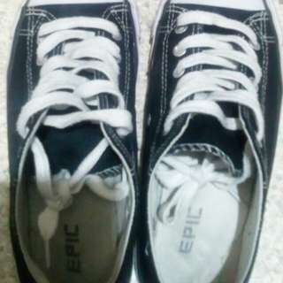 Black sneakers size 8