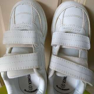 Yonex school shoe size 11