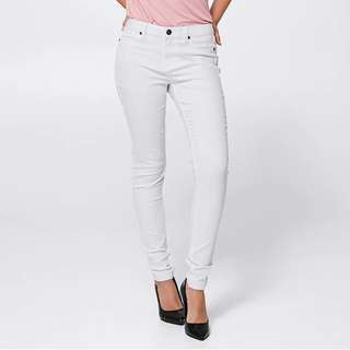 BNWOT Lily Loves white jeans with  frayed hem