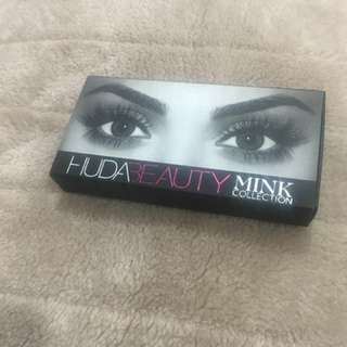 AUTHENTIC Huda Beauty Lashes - Raquel