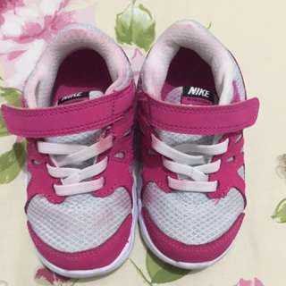 Nike shoes size 6.5 for ages 12-18 mos php for 500.00