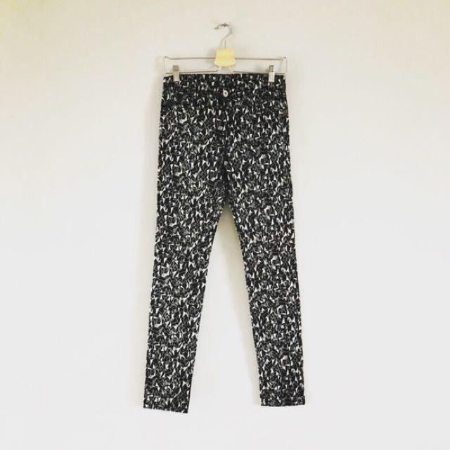 日本品牌 黑白幾何圖案窄管褲