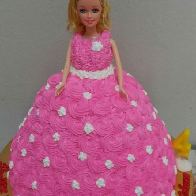 Barbie Doll Birthday Cake Food Drinks Baked Goods On Carousell