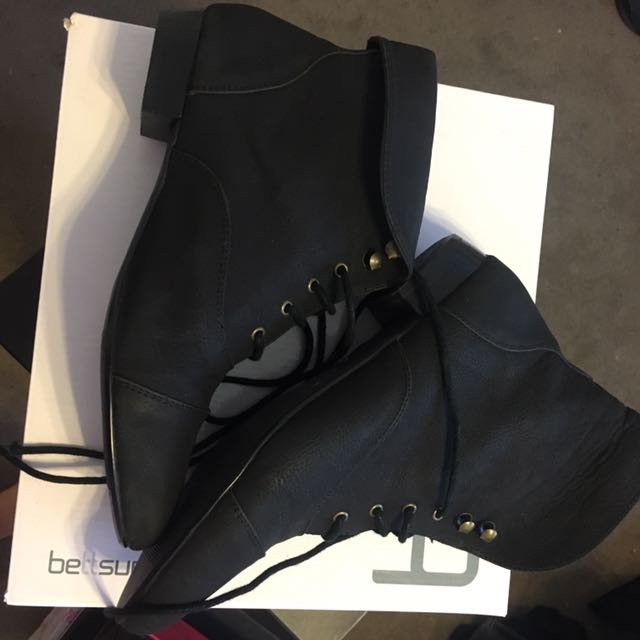 Black size 7 ankle boots