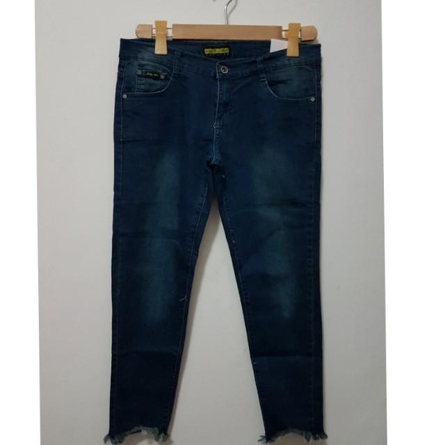 BNWT Korean Skinny Jeans ( Dark Blue/Size 32)