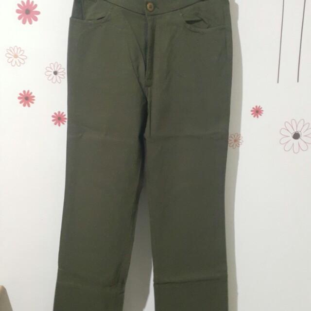 Celana panjang stretch hijau gelap