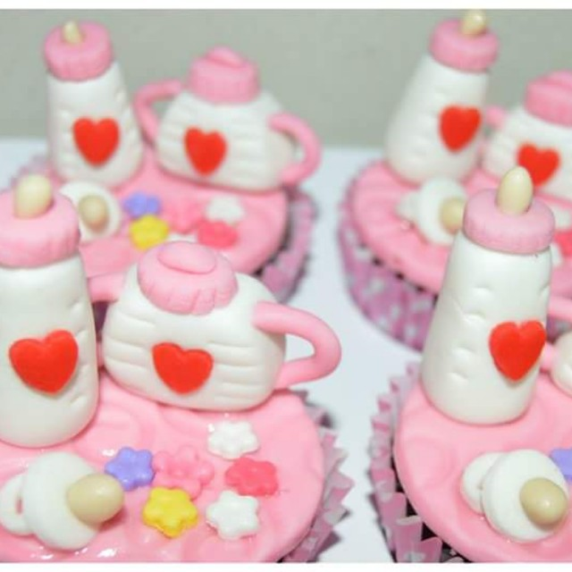 CUSTOMIZE CAKES / CUPCAKES