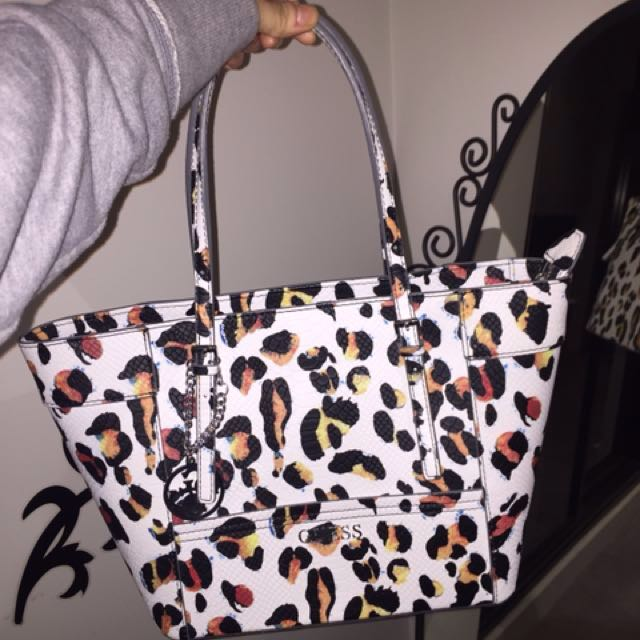 Cute leopard real condition Guess tote