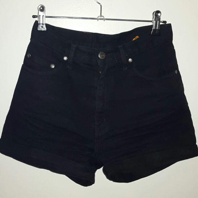 Dejour black shorts