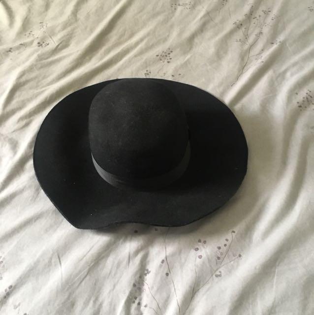Felt black hat sportsgirl