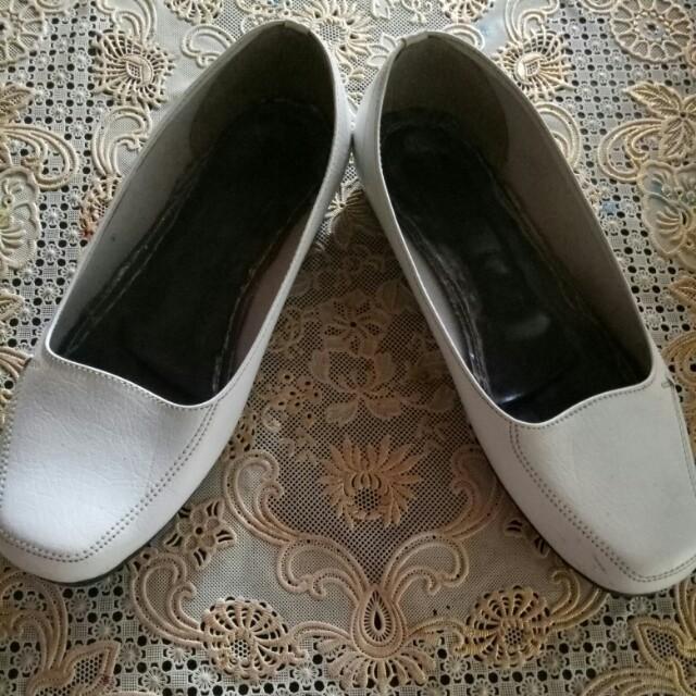 Flat shoes putih neo livia