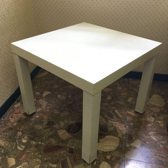 IKEA  白色小方桌