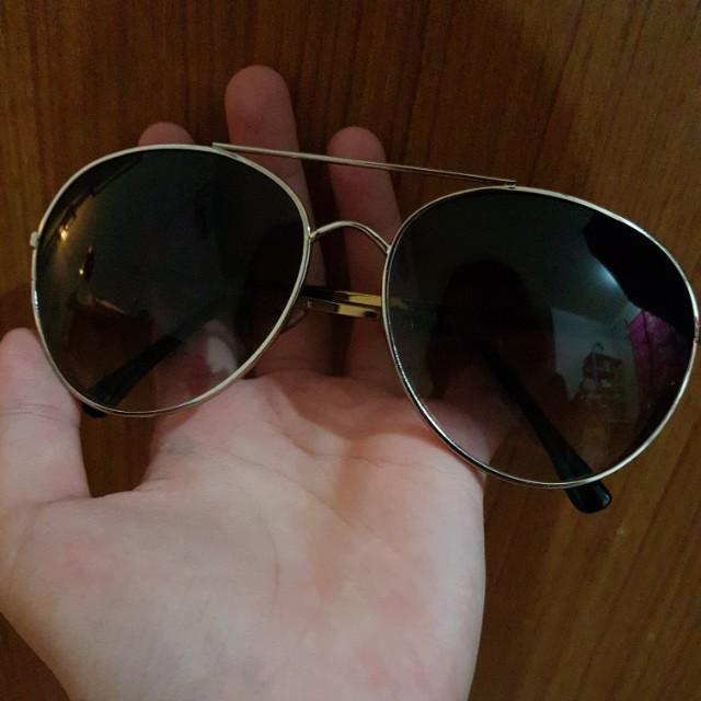 Kacamata hitam / Sunglasses Zara
