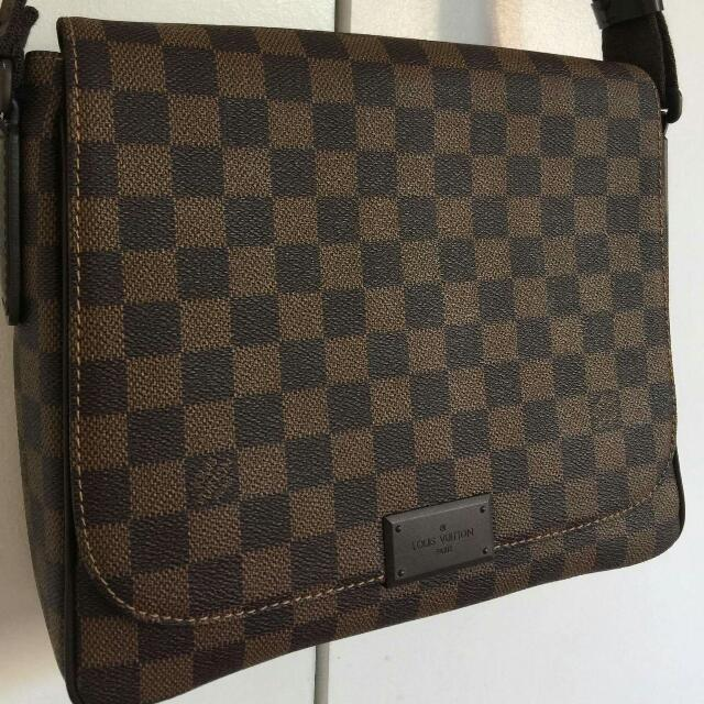 Louis Vuitton Damier Ebene District MM Messenger Bag, Luxury, Bags    Wallets on Carousell fe0ea4d6f7