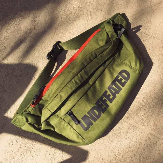 Nike X Undefeated Messenger Bag Olive Green Exclusive