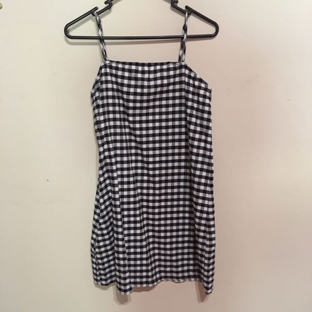 Pretty little thing - gingham dress (6)