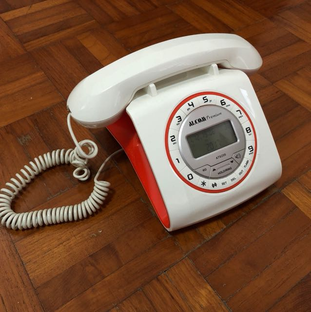 Retro-inspired phone (Alcom)