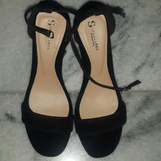 Shoe label Black strap heels