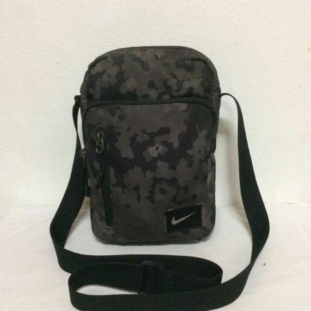 d686099bfb2c Sling Bag Nike Camo Digital
