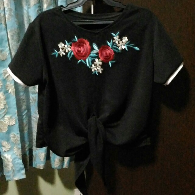 Tie knot patch tee