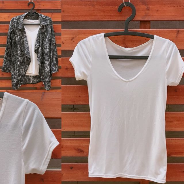 白色素面棉質T恤大U領設計