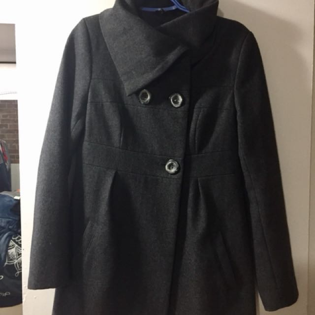 Women's grey coat from Le Chateau size Small