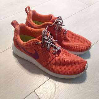 Nike Roshes - US 7.5
