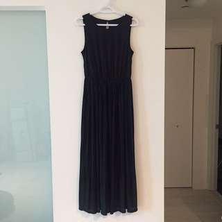 Black pleated maxi dress - size S