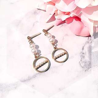 Pearl gold circle drop earring