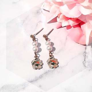 Pearl flower drop earring