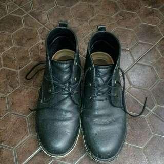 Sepatu bucheri size 40