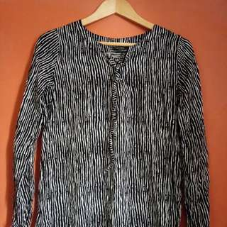 Long Sleeves Stripes Black and White