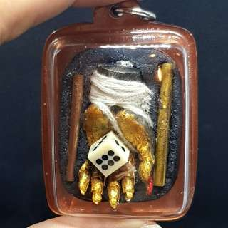 Gambling and Wealth Attraction Amulet (Mue Cot Heng) - Very Lucky Hand